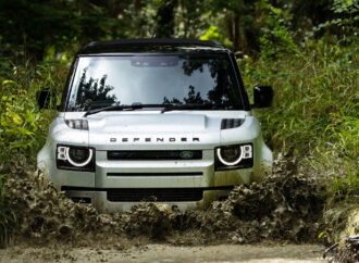 Introduceert Defender P400e plug-in hybrid en Defender 90